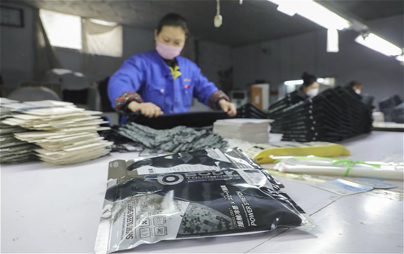 【特写】面对被取消的外贸订单,服装工厂老板睡不着觉