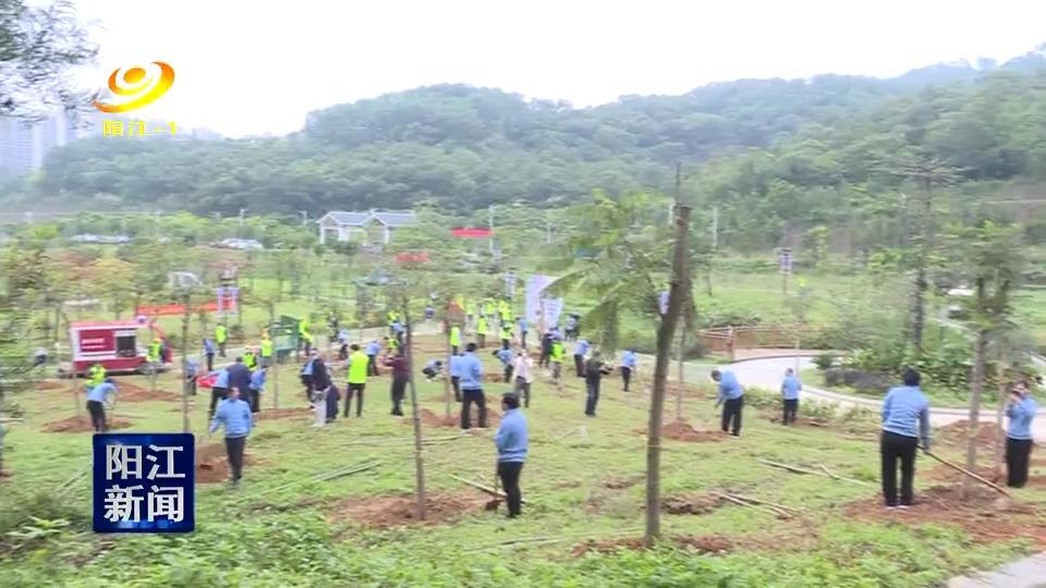阳江支援湖北医疗队员种下抗疫纪念林