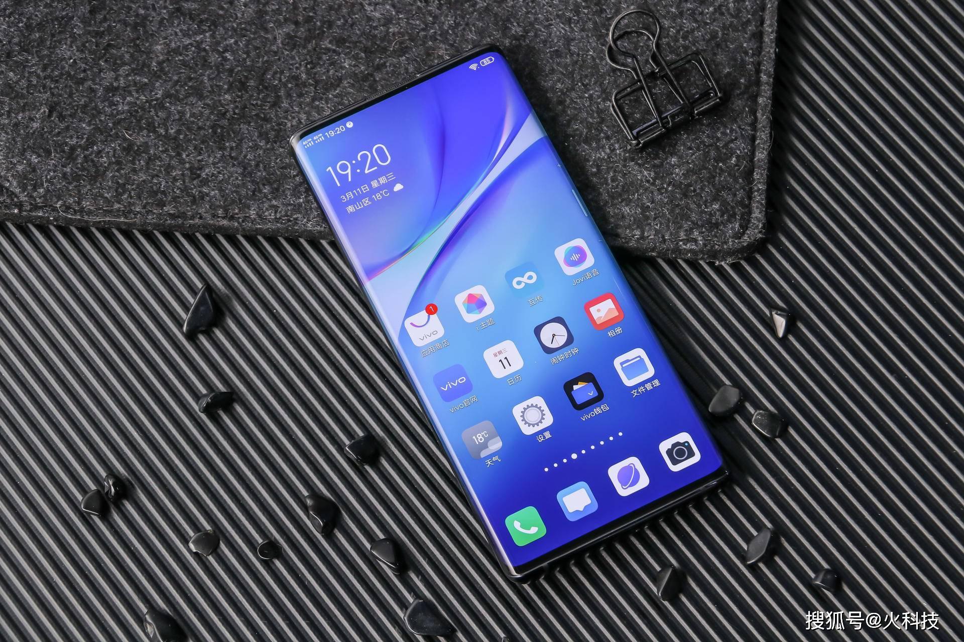 原创             4月份来了想选手机就得选新的不选旧,值得选的4款旗舰全面屏手机