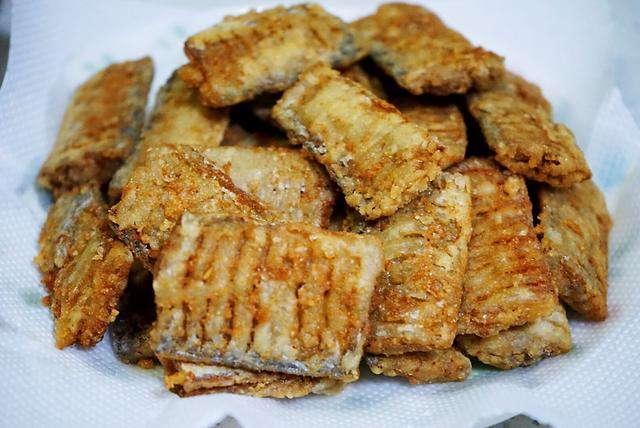 带鱼这种一炸两吃的做法,鱼刺都酥香,临近假日学一手,家人爱吃