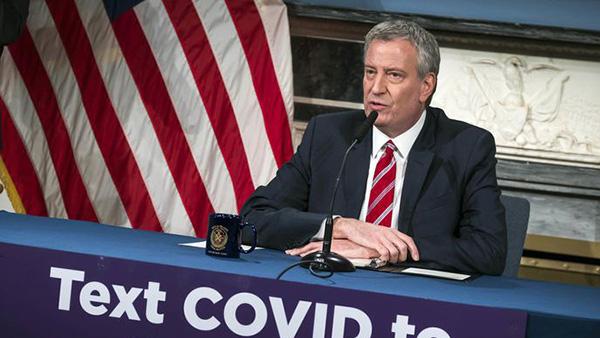 纽约市长要求市民出门遮掩面部:把口罩留给医护工作者