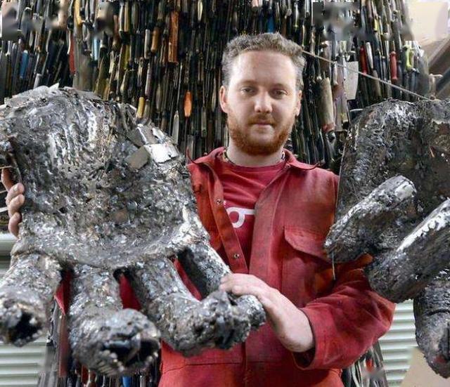 """英国的""""刀天使""""雕像,用10万把犯罪刀具铸成,寓意颇为深刻"""