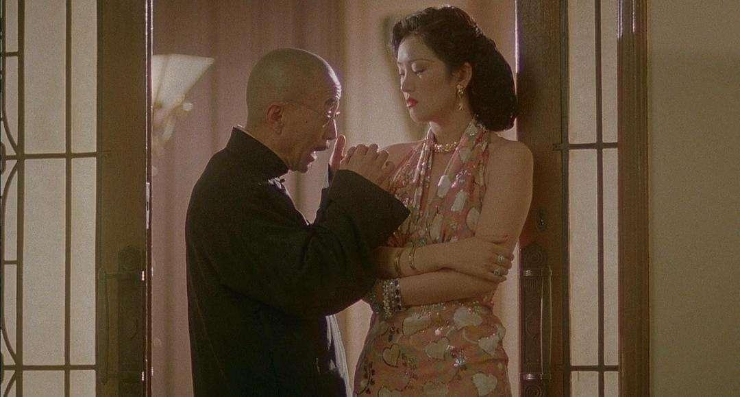 曾为巩俐不顾一切抛弃原配!最终却娶小31岁的她!70岁张艺谋情史跟电影一样精彩