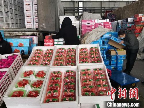 乌鲁木齐纵横伟业上市 乌鲁木齐鲜果大量上市 价格有所回落