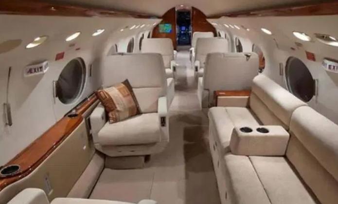 豪华!梅西迫降私人飞机内景一览:1个厨房+2个浴室+超大沙发