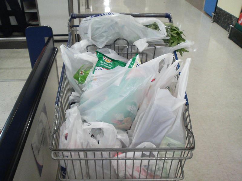 因新冠病毒疫情 塑料袋正在美国卷土重来