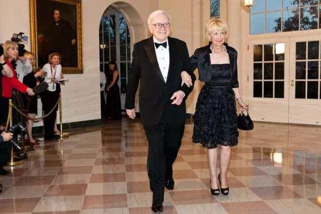 时尚-身价9千亿的巴菲特,婚姻比投资更有趣!网友:真有意思