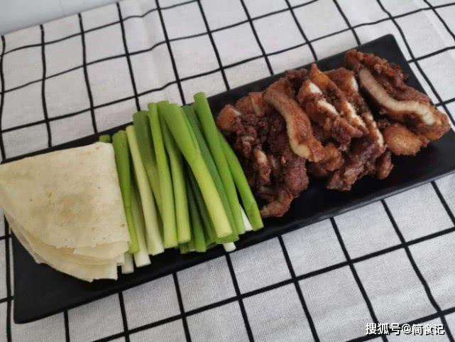 初春,我家猪肉这样做,简单一炸,上桌就吃光,一周吃3次不嫌多