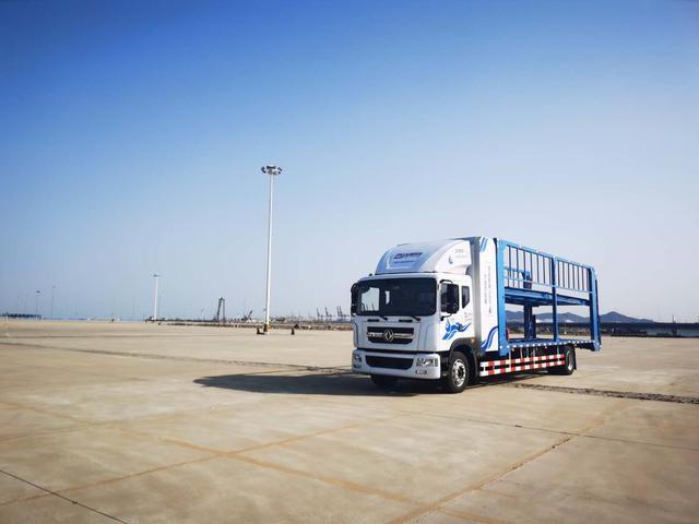 喜讯!世界首款燃料电池重型轿车运输车在大连路试