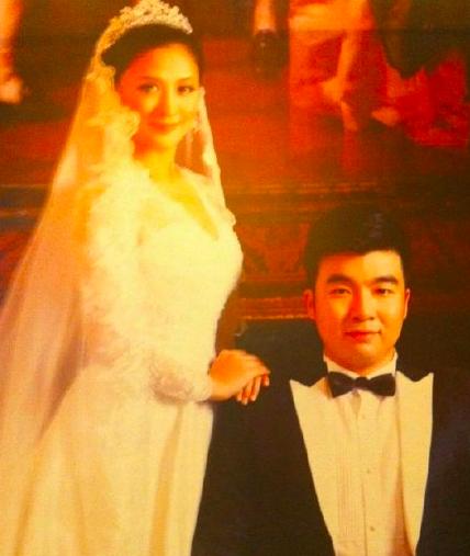梁超和前妻婚礼曝光,布局充满网红气息,哪来自信吐槽何雯娜审美?