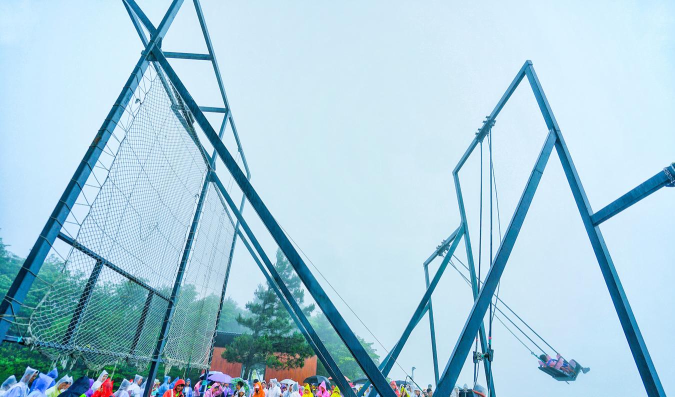 原创             世界最长的天空悬廊,门票高达180元,游客却纷纷表示太刺激