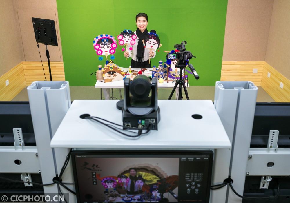 """内蒙古呼和浩特:""""云端""""课堂传承非遗文化"""