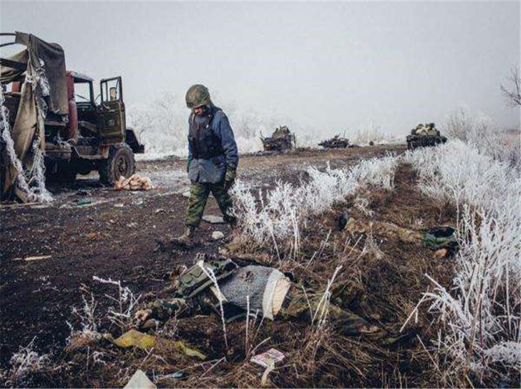 公开撕毁停火协议,3000枚炮弹射向俄军基地,连13岁的孩子也不放过