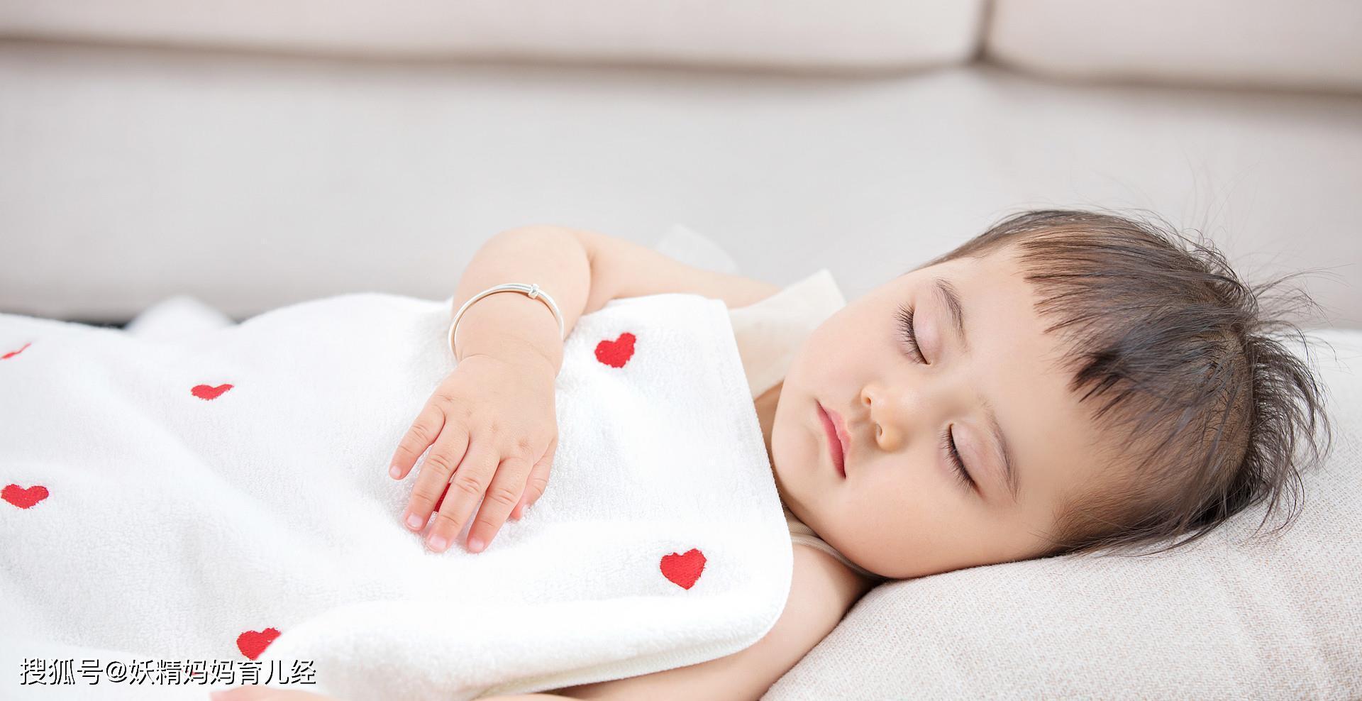 """【孩子】暗藏孩子""""不同性格"""",你家宝宝属于哪一个,孩子常见的5种睡姿"""