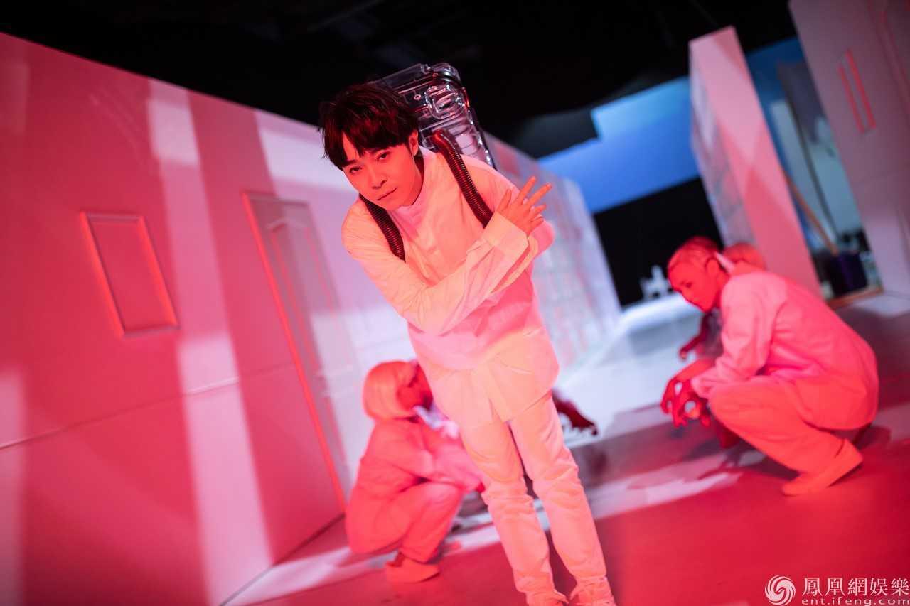 吴青峰奇幻想象二部曲 《译梦机》《回音收集员》MV上线