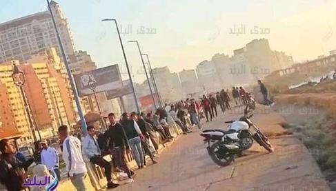 埃及亚历山大市民聚集海滨吹风 省长亲自视察劝退
