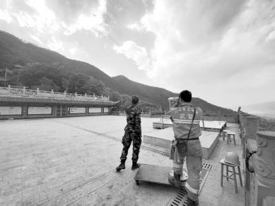 2500人现场坚守 西昌火场未发生复燃