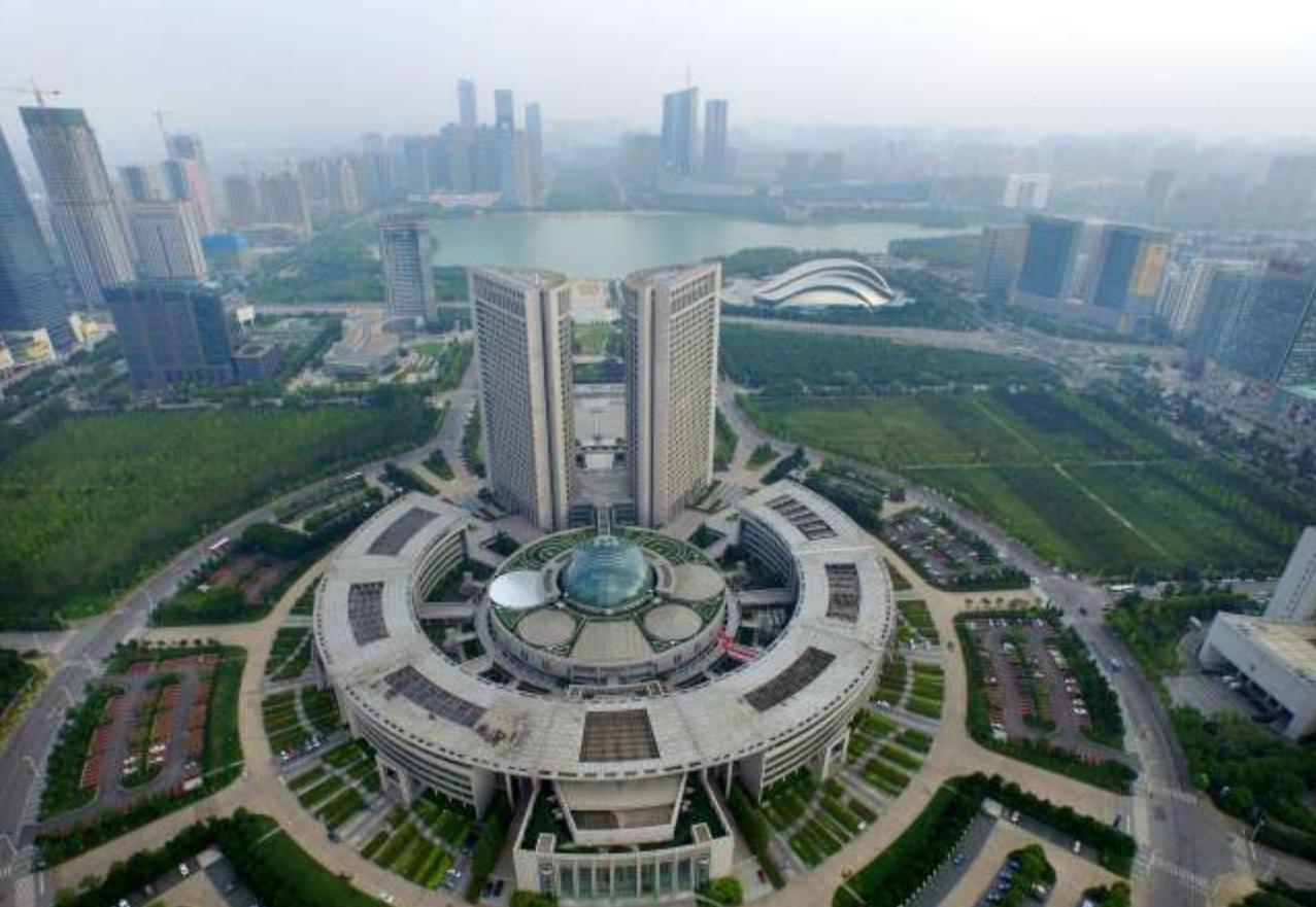 中国历史文化名城,不仅是优秀旅游城市,而且还是包拯的