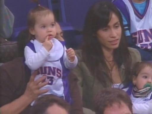 NBA巨星出轨黑人姑娘5个孩子都是金发碧眼外貌没有黑人特征
