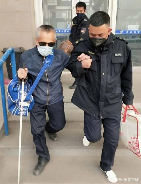 這樣的客運有溫度!遼源客運員工幫助盲人乘車返鄉
