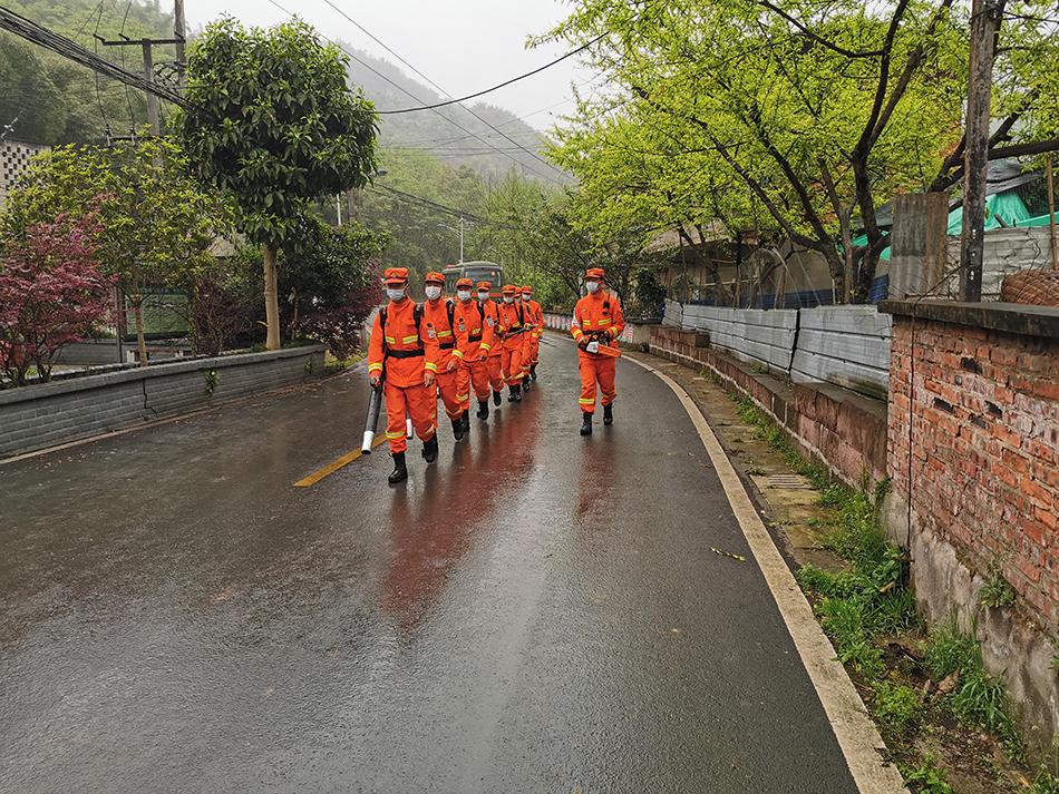 四川省森林消防总队驻重庆市分队开展清明宣传巡护