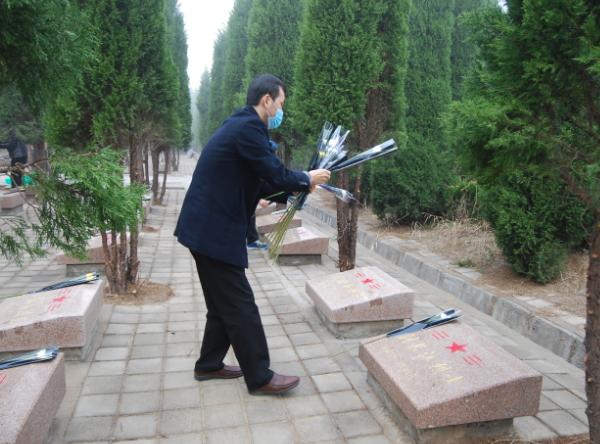 山东高唐县退役军人事务局组织代为烈士家属祭奠服务