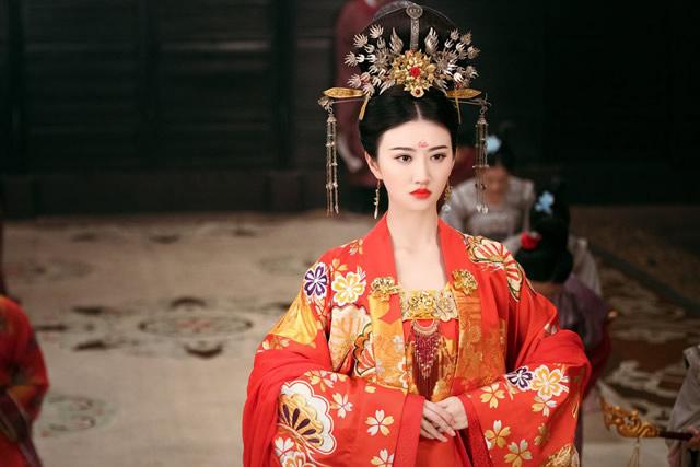 古代后宫嫔妃等级_古代皇帝后宫妃嫔等级、称号、排名是如何划分的?_时期