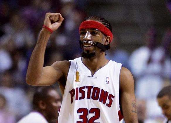NBA面具侠!奥尼尔神秘 詹姆斯霸气 看到基里连科笑出了声
