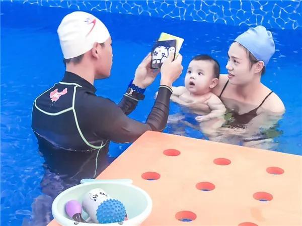 亲子游泳已成为80、90后家庭育儿的刚性需求和消费时尚!