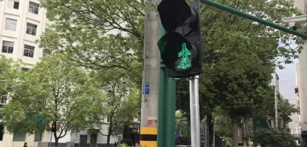 潍坊城区32处斑马线信号灯要拆!东风街、胜利街、新华路建立体过街设施