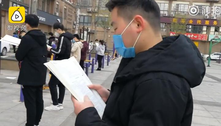 毛坦厂高三考生广场戴口罩晨读 毛坦厂中学有什么不同之处?