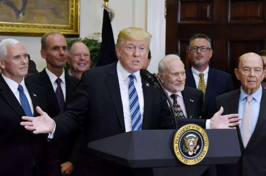 """特朗普正在考虑,发行特殊的""""战争债券"""""""