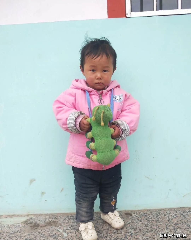 扩散!云南镇雄大湾镇石田卫生室附近发现一名疑似被遗弃的儿童