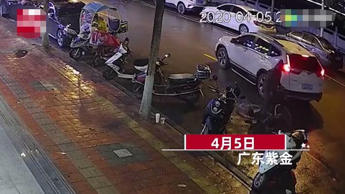 广东骑车老人碰瓷躺地装晕 司机一句话吓得他爬起来就跑