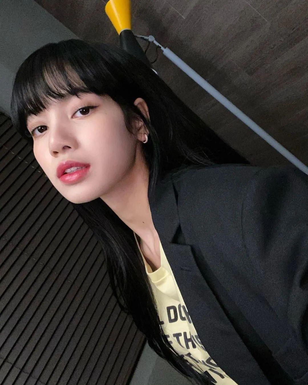 BLACKPINK Lisa自爆刘海不乱秘诀﹗3招手残女都学懂的刘海固定法