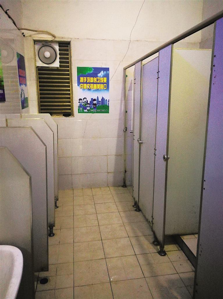 海口部分農貿市場公廁衛生有差距 有的臟亂差有的潔凈美