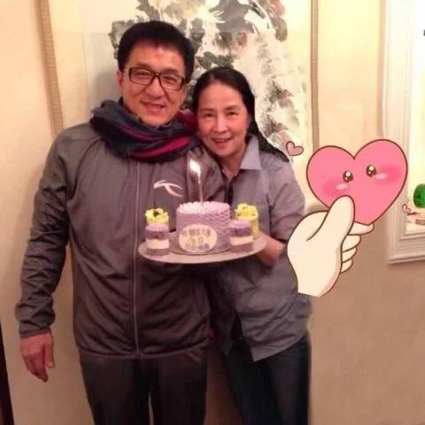 成龙66岁生日,与妻子过二人世界,儿子房祖名海外送祝福