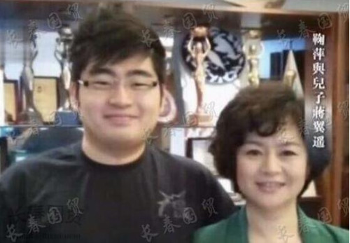『妈妈』27岁长得高大帅气,妈妈称:是我永远的骄傲鞠萍儿子罕见曝光