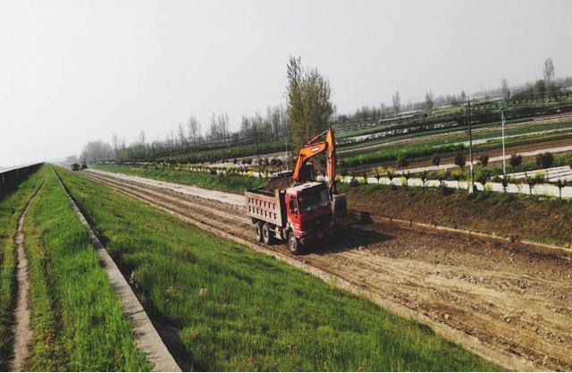 亞洲最大的低水頭發電站開工修建堤壩柏油路