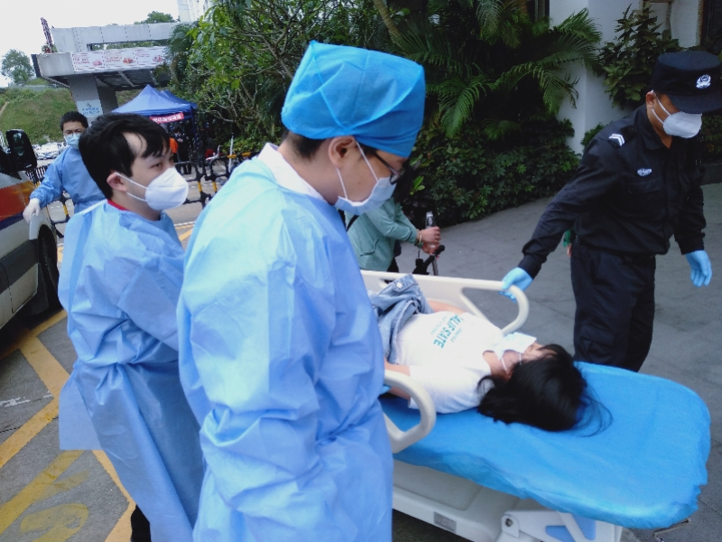 深圳交警逆行开道送孕妇紧急就医后返回岗位,家属想感谢找不到人