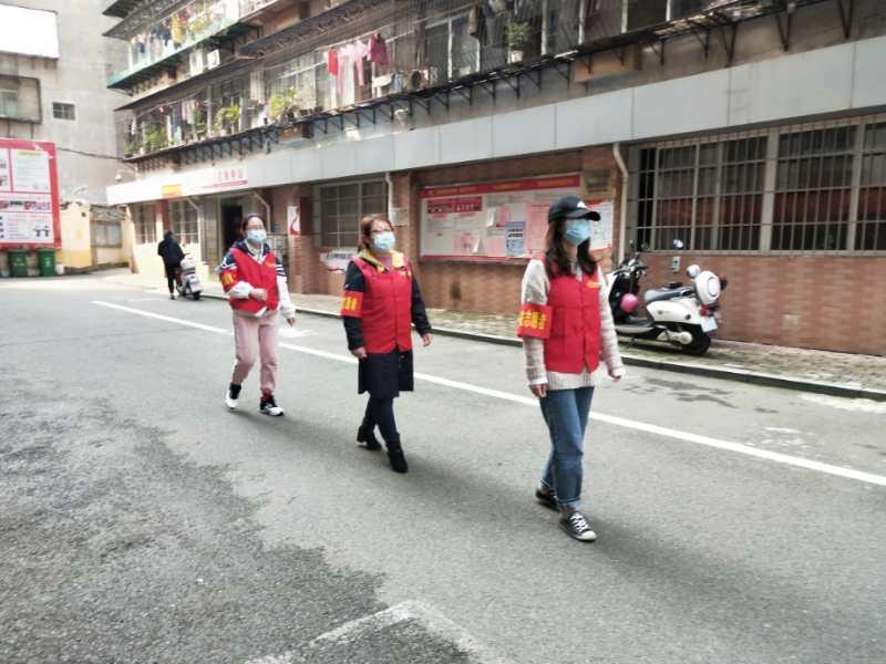 贛州市紅十字會平安志愿者開展治安巡邏活動
