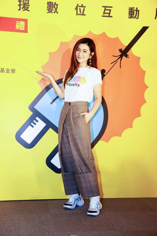 「容萱」公开与北京男友恋情:他总夸我照片好漂亮任家萱妹妹不受姐姐离婚影响