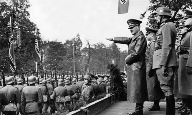看二战时英国和德国的较量,才知道英国也是大哥