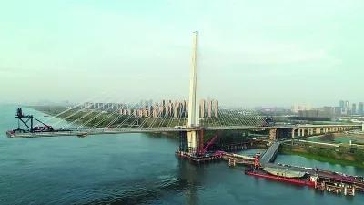 长江五桥南塔边跨合龙