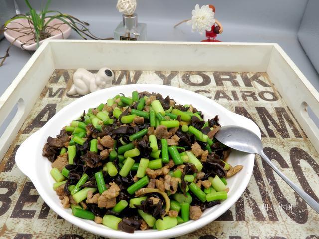 春天一定要吃的蔬菜,这样炒入味下饭,常吃家人身体棒不闹病