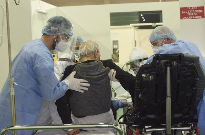 意大利因新冠肺炎去世医生达100人