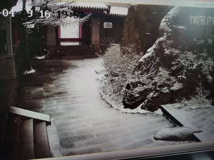 人四月天,青岛下雪了!明后两天还有雨!