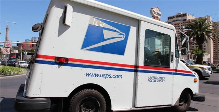 原创             特朗普炮轰亚马逊等电商公司:毁了美国邮局;网友:国内情况相反