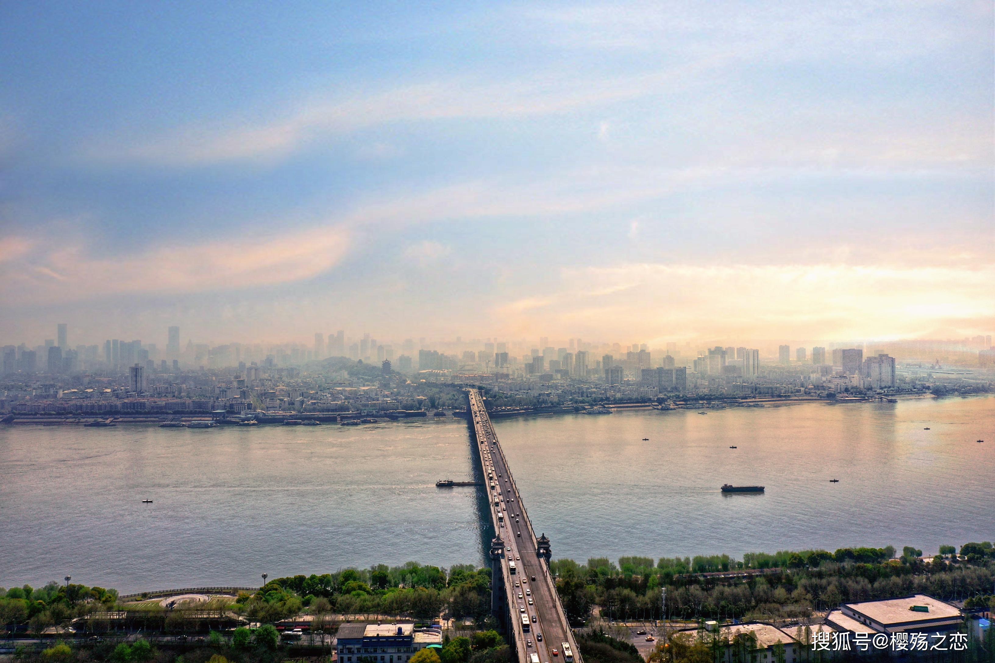 "gdp属于_广东""受宠""的一座小镇,GDP已不属于地级市,未来发展不可限量"