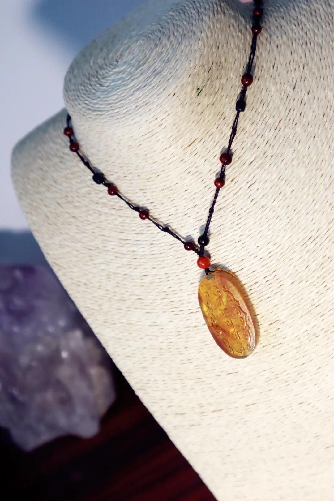 女人长期佩戴琥珀原石有什么功效和作用,必知!-第6张图片